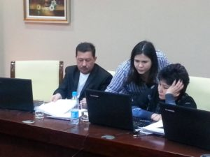 Technical Associate Shirin Kakayeva and representatives from the Samarkand Oblast work with QuanTB.